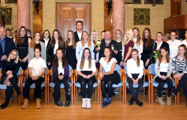 Rangos díjat nyert a VFC USE U16-os lány csapata.